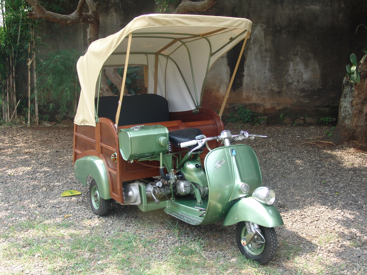 ape-calessino-green-scooter99-91